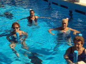Personas mayores y natación