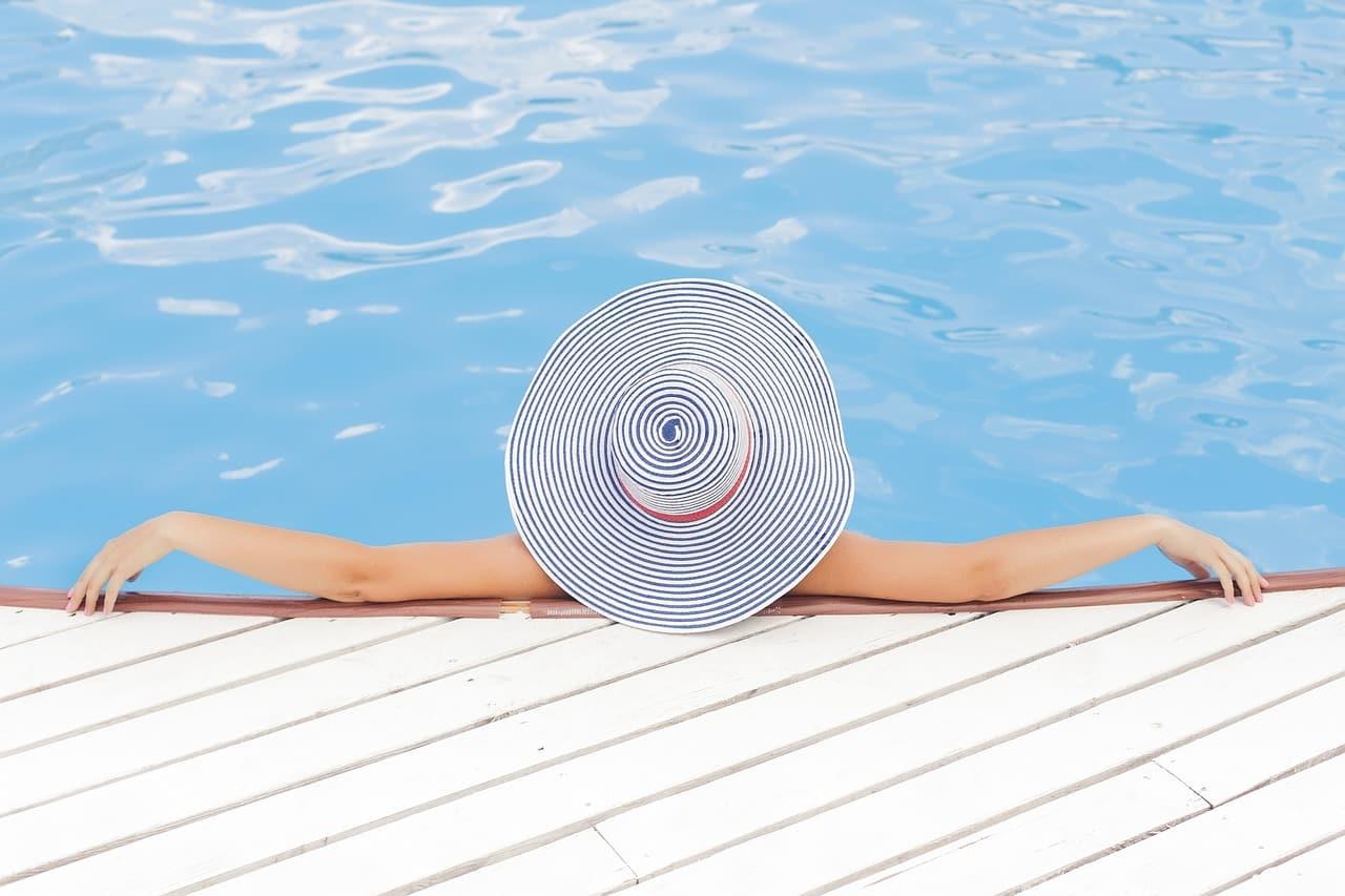 Cubierta solar: ¿Qué es y qué beneficios tiene instalar una en mi piscina?